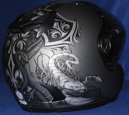 Skorpion Helm von hinten
